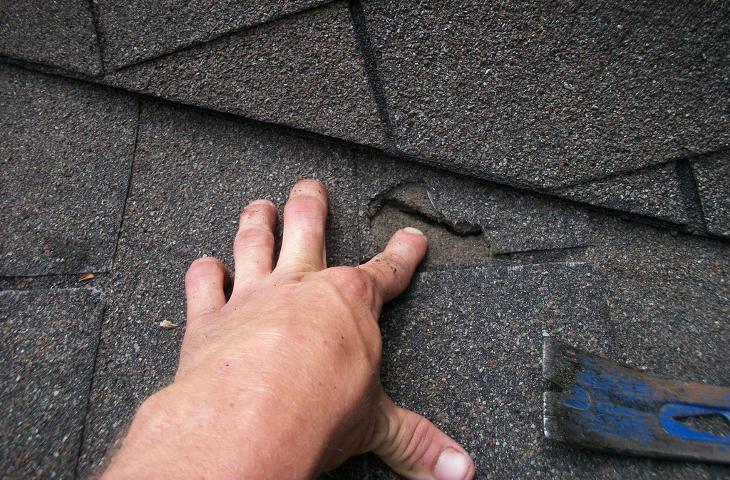 Roofing Repair vs Replacement